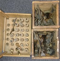 Lot 28-Decorative finishing tools.