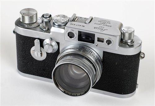 Lot 387 - Leica IIIg chrome rangefinder with Summitar