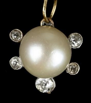 Lot 17-Pendant. A gold pendant