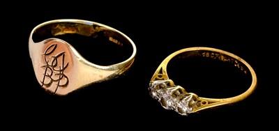 Lot 21-Ring. An 18ct and Platinum three stone diamond ring