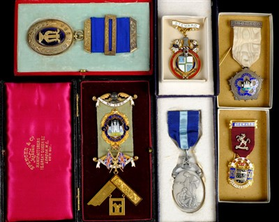 Lot 15-Masonic Medals. An Edwardian 9ct gold Masonic medal by Spencer & Co, circa 1905