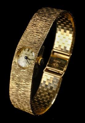 Lot 39-Wristwatch. A 9ct gold ladies wristwatch