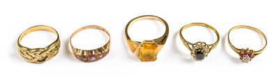 Lot 29-Rings. Mixed 9ct gold ladies rings