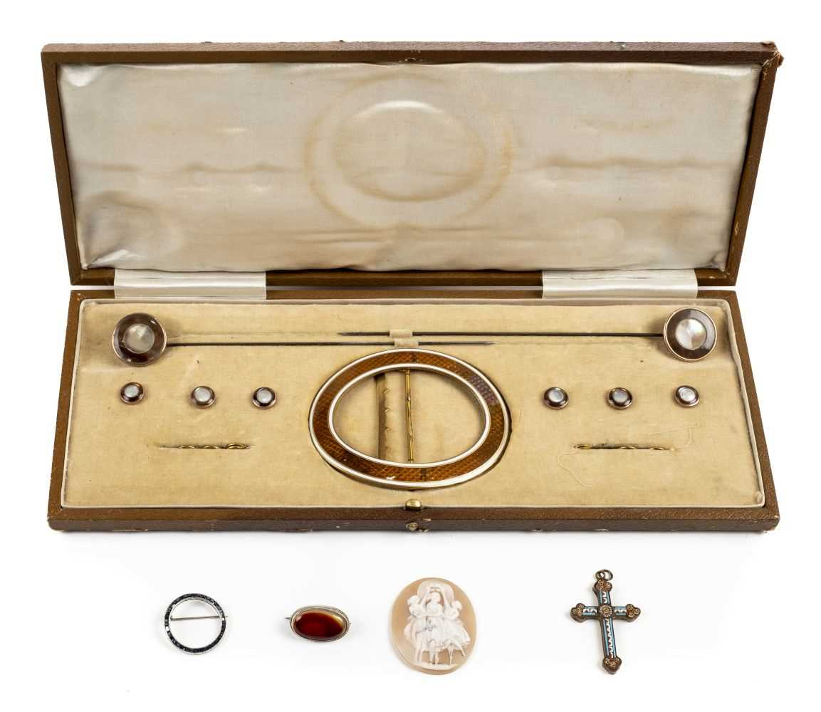 Lot 13 - Mixed jewellery.  An Art Deco buckle cameo and other items