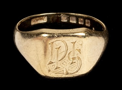 Lot 21 - Ring. An 18ct gents gold ring