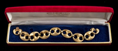 Lot 4 - Bracelet. A Continental 14K gold bracelet