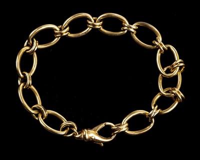 Lot 3 - Bracelet. A 9ct gold open link bracelet