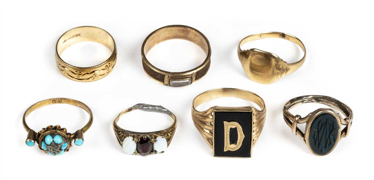 Lot 33 - Rings. Mixed collection of rings including George III mourning ring