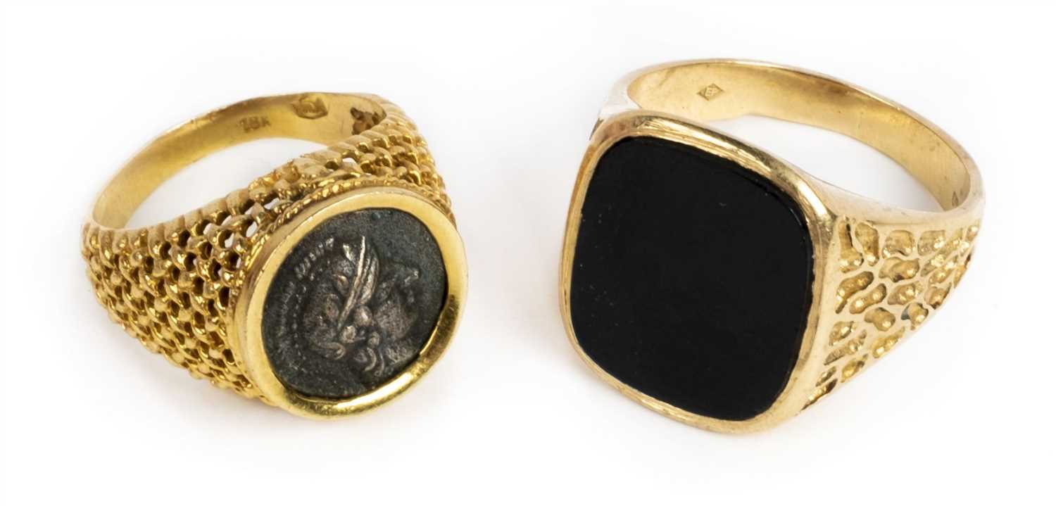 Lot 31 - Rings. An 18K gold gentleman's ring and one other