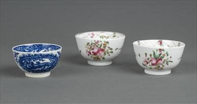 Lot 28-Worcester. An 18th century Worcester porcelain tea bowl