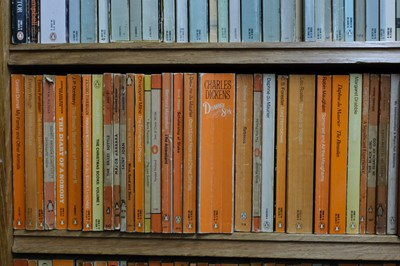 Lot 423 - Penguin Paperbacks. A very large collection of approximately 1000  volumes of Penguin paperbacks