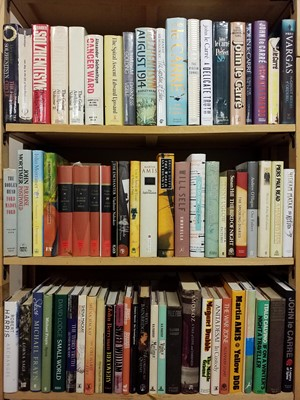 Lot 418 - Fiction. A large collection of modern fiction