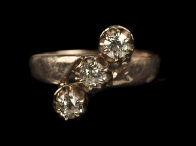 Lot 230 - Ring. Rose gold and 3-stone diamond ring