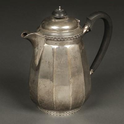 Lot 23 - Coffee Pot. George V silver coffee pot by Walker & Hall