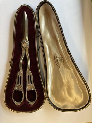 Lot 29 - Grape Scissors. A pair of Edwardian silver grape scissors