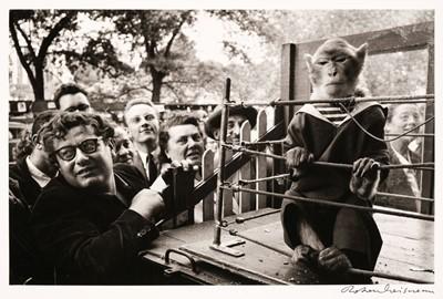 Lot 33 - Doisneau (Robert, 1912-1994). Les animaux supérieurs, Paris, 1954