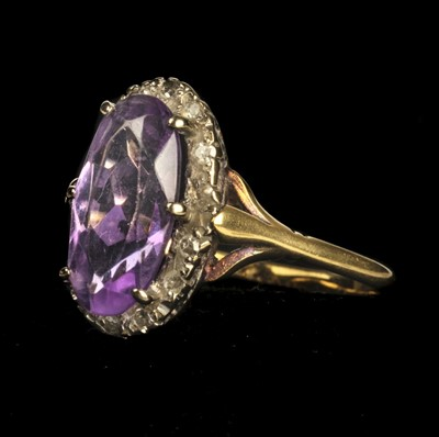 Lot 21 - Ring. 18ct gold amethyst and diamond ring