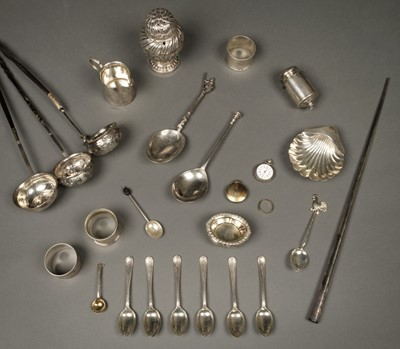 Lot 39 - A mixed collection of silver.