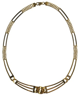 Lot 227 - Necklace. A modern gold necklace stamped '750'